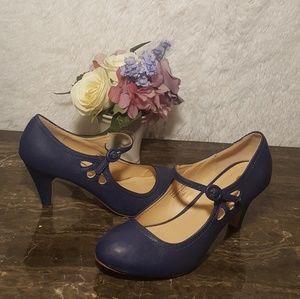 Chase $ Chloe/ Blue Shoes / Size 8 / Jane Style